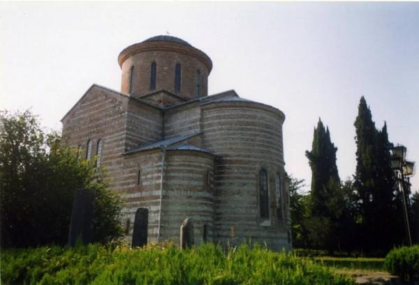 Храм VIII века в Пицунде